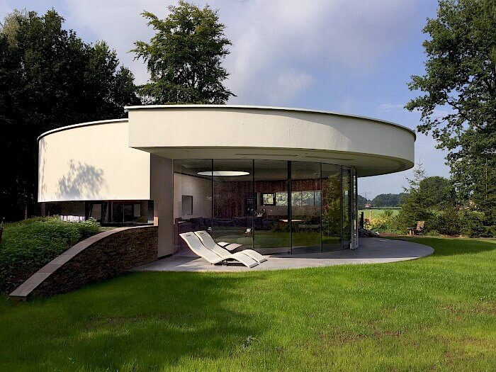 360 Villa round modern villa with dogs